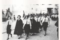 14-Giovani-Italiane-centesi-in-parata